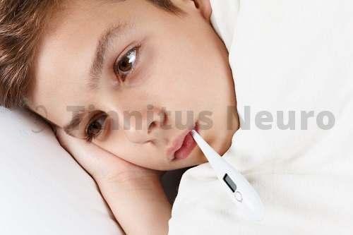 Отит после простуды приводит к шуму в ухе и боли