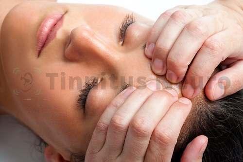 Пальцевой массаж применяется в схеме лечения шума в ушах