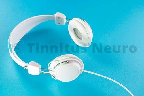 Специальные наушники применяются для акустической терапии шума в ушах