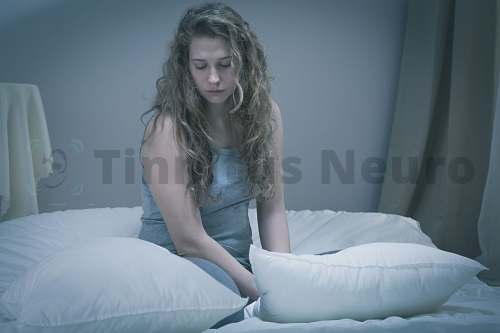 Шум в ушах, плохое настроение, головокружение - симптомы и одновременно причины депрессии