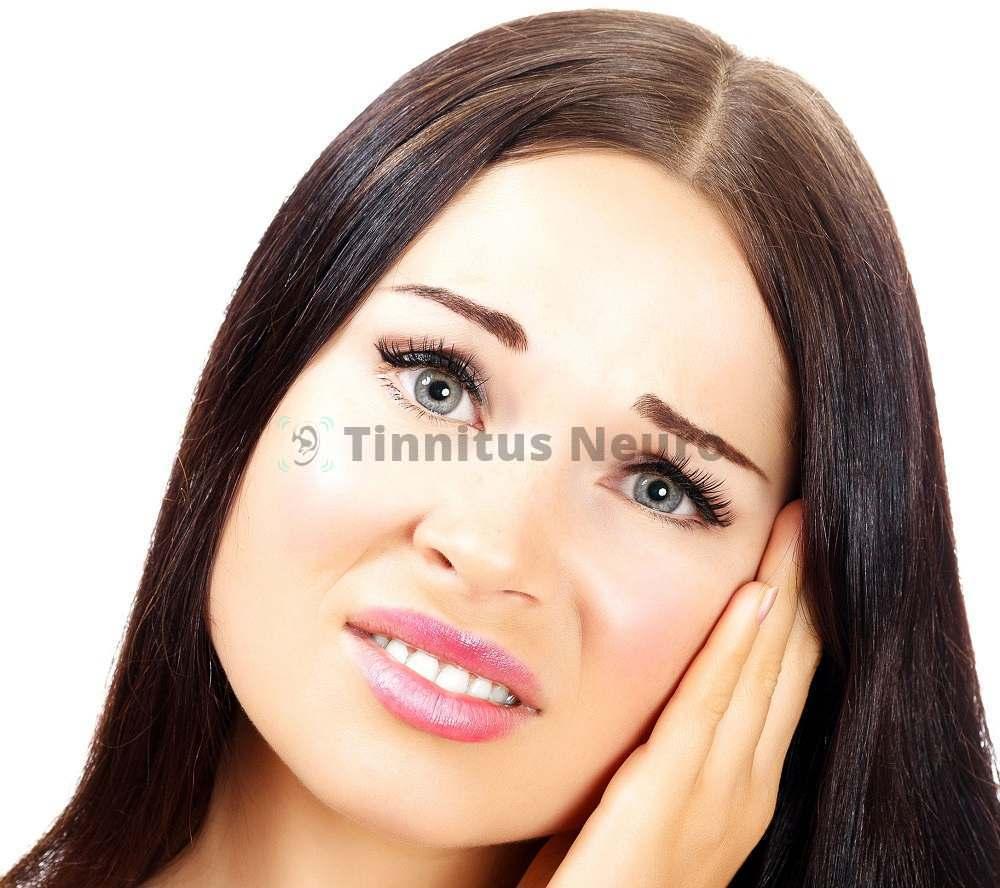 Проявлениями отита являются боль и шум в ушах