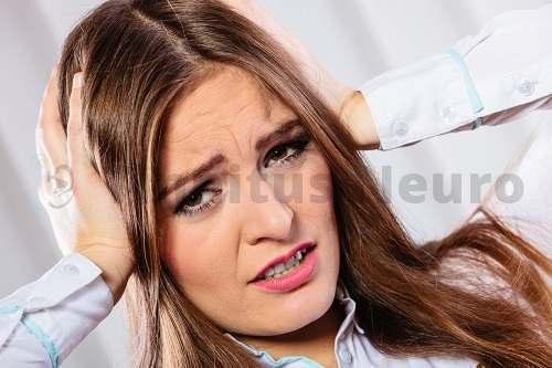 Шум в ушах - главный симптом тиннитуса