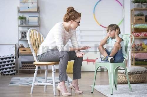Ребенок рассказывает о шуме в голове и ушах