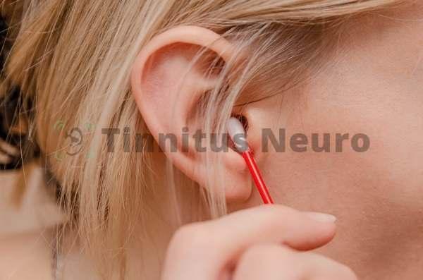 Палочкой нельзя чистить слуховой проход